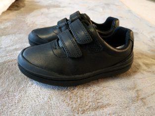 Clarks. Чисто нови обувки от естествена кожа, размер 25 и 25.5
