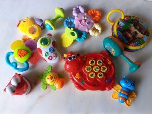 Лот бебешки дрънкалки, залъгалки и играчки