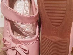 Нови обувки за момиче